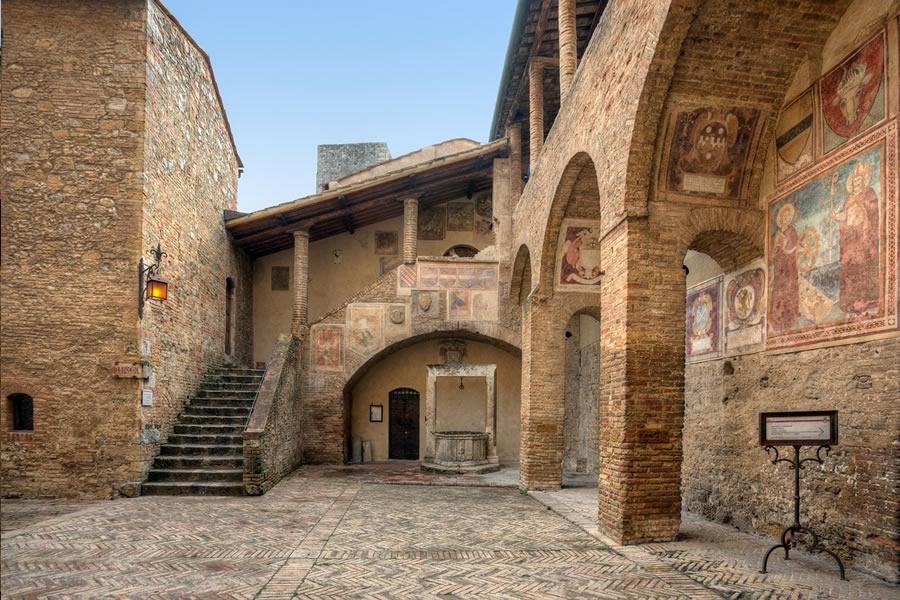 Narrow Villa Maria
